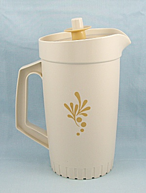 Tupperware 874 - Quart Pitcher, Almond & Gold