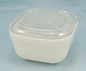Fire King – Ivory Refrigerator Dish/Lid - Square (Image1)