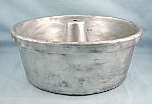 Wear-Ever, CAST Aluminum, Angel Food/Bundt Cake Pan (Image1)