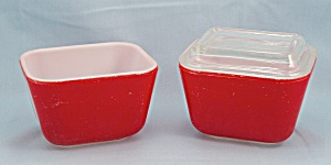 Vintage Pyrex Primary Red – 2 Refrigerator Dishes, One Lid (Image1)