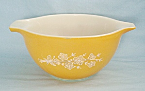 Pyrex 441 - Butterfly Gold - Gold Cinderella Bowl
