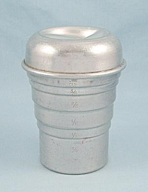 Swirl  Mixer – 1940 Aluminum Measuring, Shaker Cup, Lid (Image1)