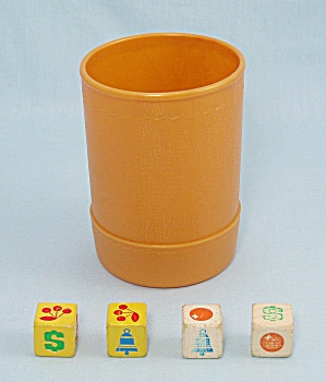 Jackpot Yahtzee Game, E.S. Lowe, 1980, 4 Replacement Wooden Dice and Dice Cup (Image1)