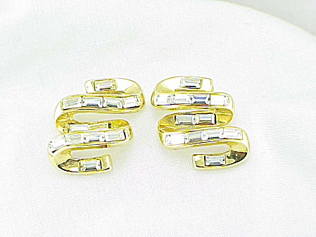 COSTUME JEWELRY - RHINESTONE BAGUETTE GOLD TONE SWIRL PIERCED EARRINGS (Image1)