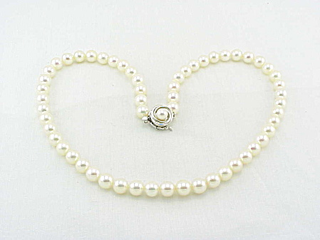 VINTAGE 5MM PEARL NECKLACE WITH SIGNED SILVER CLASP (Image1)