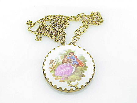VINTAGE COSTUME JEWELRY - LIMOGES PORCELAIN ROMANTIC COUPLE MIRROR PENDANT NECKLACE (Image1)