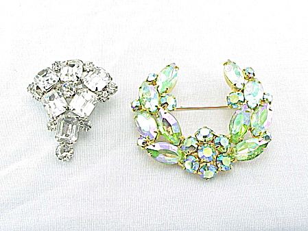 VINTAGE COSTUME JEWELRY - 2  RHINESTONE BROOCHES - 1 GREEN AURORA BOREALIS AND 1 CLEAER (Image1)