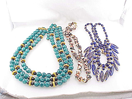 VINTAGE COSTUME JEWELRY - 3 NECKLACES - 1 ART GLASS BEADS, 2 PLASTIC (Image1)