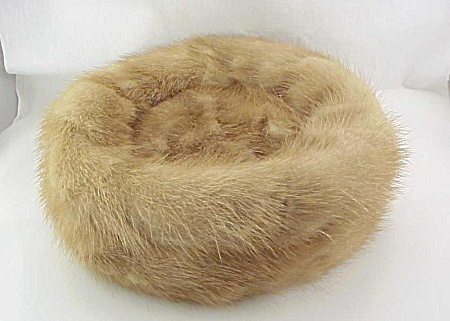 VINTAGE ADORIA KAUFMANN OF PITTSBURGH AUTUMN HAZE MINK PILLBOX HAT (Image1)