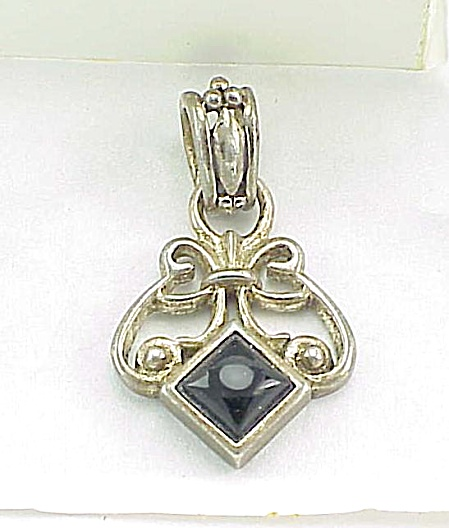 ART NOUVEAU STYLE STERLING SILVER AND BLACK ONYX STONE PENDANT (Image1)