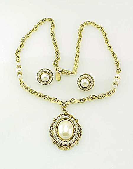 COSTUME JEWELRY - 1928 VINTAGE STYLE PEARL NECKLACE AND PIERCED EARRINGS SET (Image1)