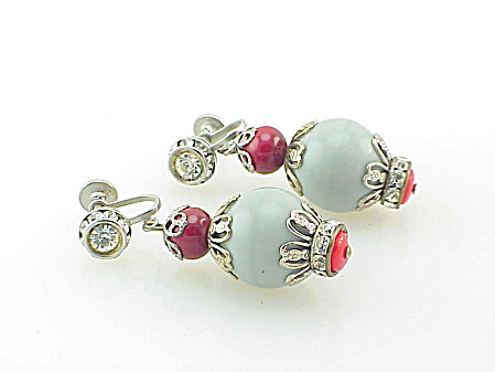 VINTAGE COSTUME JEWELRY - GREY & RED GLASS BEAD RHINESTONE SCREW BACK EARRINGS (Image1)
