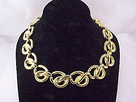 COSTUME JEWELRY - RUNWAY LOOK CHUNKY GOLD TONE CHOKER NECKLACE WITH TOGGLE CLASP (Image1)