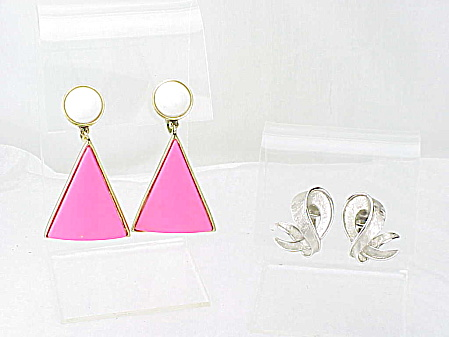 VINTAGE COSTUME JEWELRY - 2 PAIRS OF TRIFARI CLIP EARRINGS - MOD PINK & WHITE LUCITE, 1 SILVER TONE (Image1)