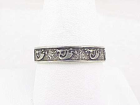 VINTAGE SIGNED NATIVE AMERICAN STERLING SILVER KOKOPELLI REPOUSSE RING (Image1)