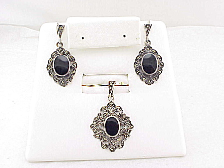 STERLING SILVER, BLACK ONYX AND MARCASITE PENDANT AND PIERCED EARRINGS SET (Image1)
