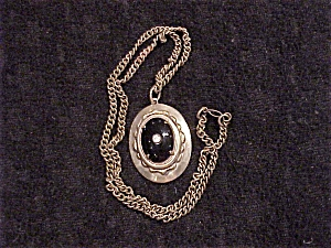 ANTIQUE JEWELRY - VICTORIAN OR EDWARDIAN BLACK ONYX  OR GLASS MOURNING PENDANT NECKLACE (Image1)