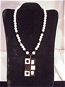 VINTAGE PARKLANE MOD STYLE LUCITE PENDANT ON BLACK, WHITE, SILVER BEAD NECKLACE  (Image1)