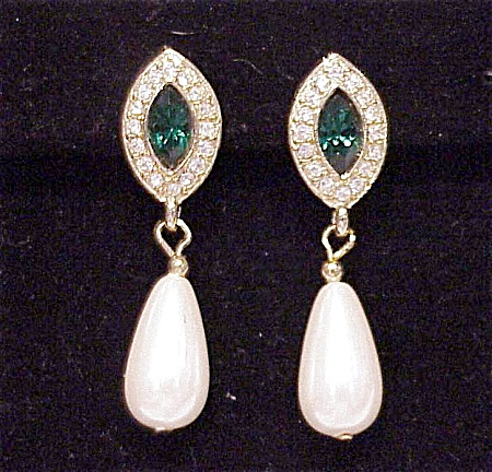 COSTUME JEWELRY - EMERALD & CLEAR RHINESTONE & PEARL PIERCED EARRINGS (Image1)