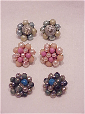 VINTAGE COSTUME JEWELRY - 3 PAIR OF PEARL & BEAD CLIP EARRINGS SIGNED JAPAN (Image1)