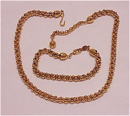 COSTUME JEWELRY - GOLD TONE CHOKER NECKLACE & BRACELET SET SIGNED NAPIER (Image1)