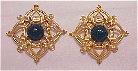COSTUME JEWELRY - BRUSHED GOLD TONE AND DARK GREEN CABACHON PIERCED EARRINGS (Image1)