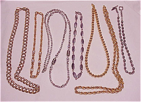 COSTUME JEWELRY - 7 GOLD TONE OR SILVER TONE NECKLACES - SOHO DESIGN, 2 NAPIER (Image1)