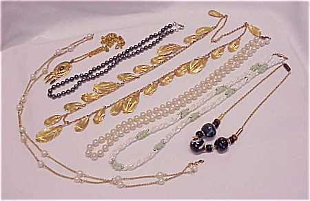 VINTAGE COSTUME JEWELRY - 7 NECKLACES - SARAH COVENTRY, NAPIER, PEARLS (Image1)