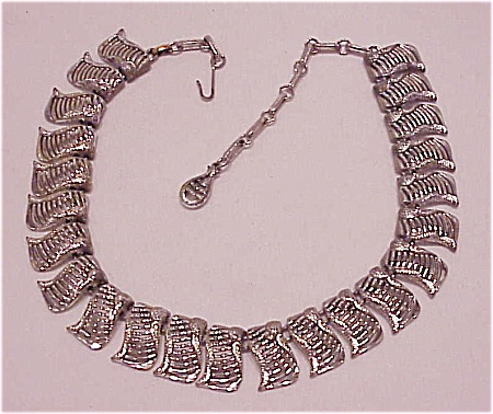 COSTUME JEWELRY - VINTAGE SILVER TONE CHOKER NECKLACE SIGNED CORO (Image1)