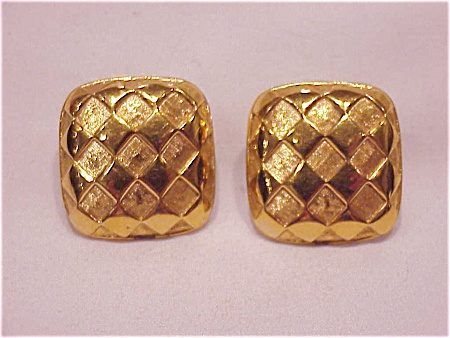 COSTUME JEWELRY - TWO TONE GOLD TONE CLIP  EARRINGS SIGNED NAPIER (Image1)