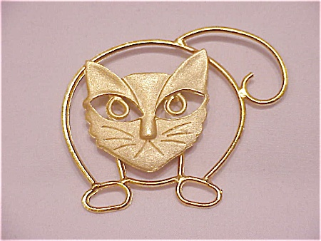COSTUME JEWELRY - LARGE BRUSHED GOLD TONE CAT BROOCH (Image1)
