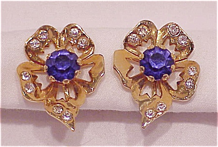 VINTAGE BLUE AND CLEAR RHINESTONE SCREWBACK EARRINGS (Image1)