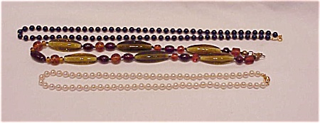 VINTAGE COSTUME JEWELRY - 3 NECKLACES - 1 MARVELLA PEARLS, 1 ART GLASS BEAD, 1 LAPIS DARK BLUE BEADS (Image1)