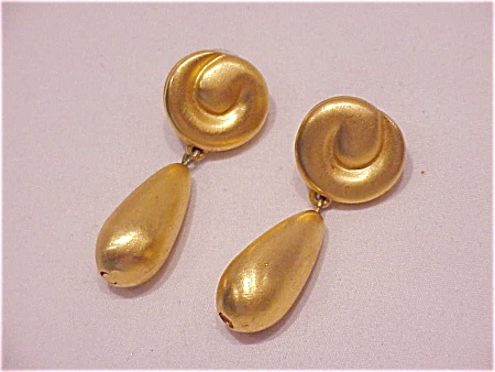 COSTUME JEWELRY - GIVENCHY DANGLING BRUSHED GOLD TONE PIERCED EARRINGS (Image1)