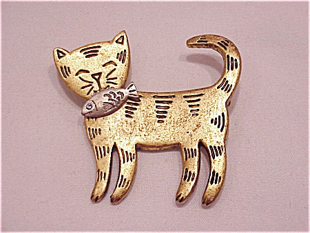 Costume Jewelry - Gold Tone Cat With Silver Tone Fish Brooch Signed Lia