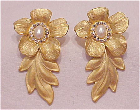 LONG MATTE GOLD TONE FLOWER RHINESTONE AND PEARL PIERCED EARRINGS (Image1)