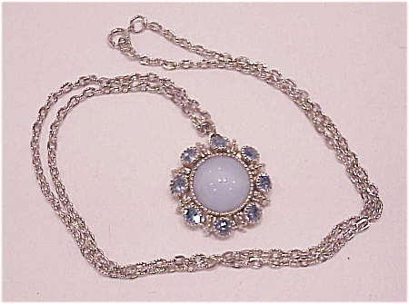 VINTAGE COSTUME JEWELRY - SILVER TONE NECKLACE WITH BLUE FAUX MOONSTONE AND RHINESTONE PENDANT (Image1)