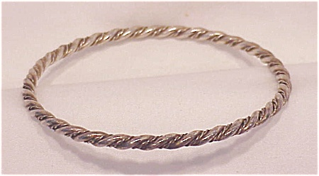 VINTAGE HANDMADE POSSIBLE STERLING SILVER BANGLE BRACELET (Image1)