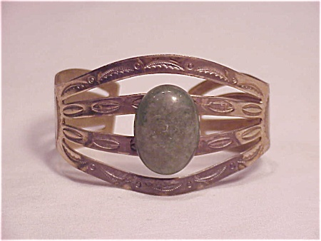 VINTAGE COSTUME JEWELRY - BELL NICKEL SILVER NATIVE AMERICAN LOOK BRACELET (Image1)