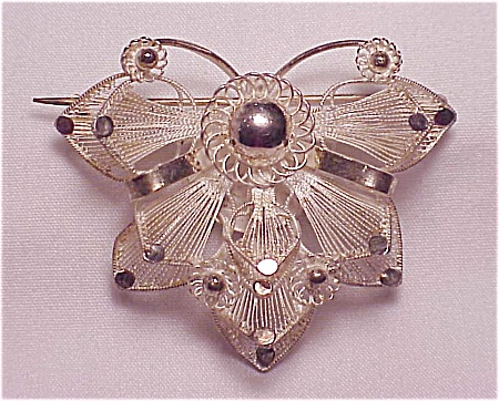 VINTAGE STERLING SILVER FILIGREE BUTTERFLY OR FLOWER C CLASP BROOCH (Image1)