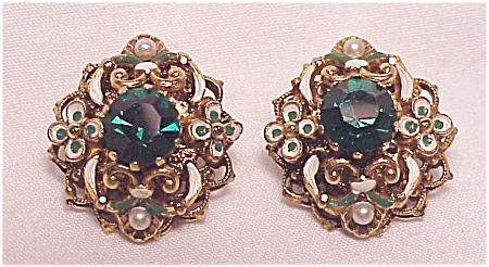 VINTAGE AUSTRIA EMERALD GREEN RHINESTONE AND ENAMEL CLIP EARRINGS (Image1)