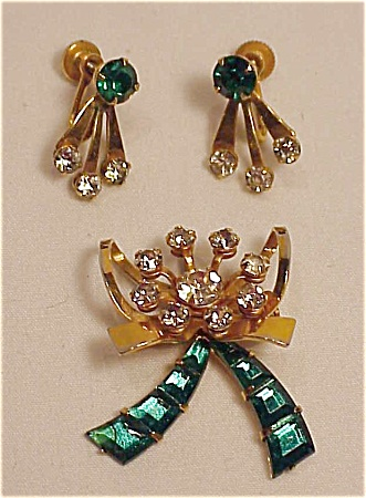 VINTAGE COSTUME JEWELRY - B.N. GREEN RHINESTONE BROOCH OR PENDANT AND SCREWBACK EARRINGS (Image1)