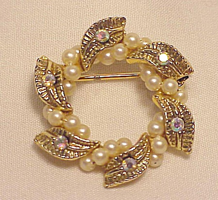 VINTAGE COSTUME JEWELRY - SMALL RHINESTONE & WIRED SEED PEARL BROOCH (Image1)