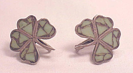 VINTAGE SIGNED MEXICAN STERLING SILVER & GREEN ONYX SHAMROCK SCREWBACK EARRINGS (Image1)