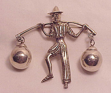 VINTAGE MEXICAN STERLING SILVER PEASANT MAN BROOCH SIGNED SILVER MEXICO - POSSIBLE FRED DAVIS (Image1)