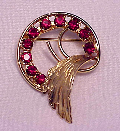 VINTAGE COSTUME JEWELRY - GOLD TONE BROOCH WITH RED RHINESTONES (Image1)