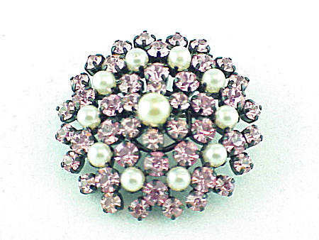 VINTAGE COSTUME JEWELRY - PINK RHINESTONE AND PEARL C CLASP BROOCH (Image1)