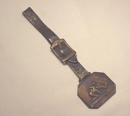 ANTIQUE OR VINTAGE TWO MEN WRESTLING ON MEDAL OR FOB AND WATCH STRAP (Image1)