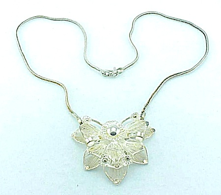 VINTAGE POSSIBLE STERLING SILVER FILIGREE FLOWER NECKLACE (Image1)