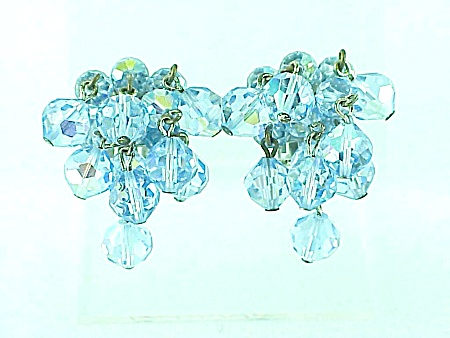 VINTAGE COSTUME JEWELRY - DANGLING BLUE AURORA BOREALIS CRYSTAL CLUSTER CLIP EARRINGS (Image1)